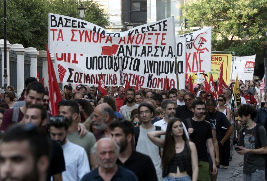 Греция выслала двух российских дипломатов. Как это?!