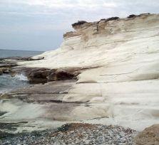 Белые скалы пляжа Аламанос