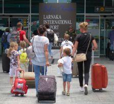 Что предлагают аэропорты Ларнаки и Пафоса для пассажиров с детьми?