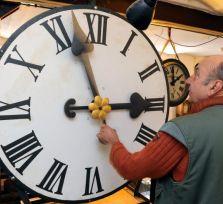 Глава Еврокомиссии пообещал покончить с зимним временем