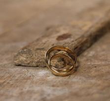 Суд признал фиктивным брак молодой украинки и 80-летнего киприота