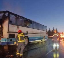 На шоссе Лимассол ‒ Никосия сгорел автобус