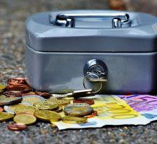 Трое грабителей избили женщину и отобрали у нее 20 тысяч евро