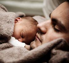 С 1 августа отцы могут писать заявления на уход в декретный отпуск