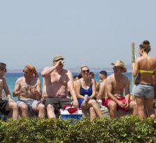 «Отравившиеся» британские туристы отсудили у кипрских отелей 5 миллионов евро за два года
