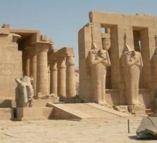 Полиция Ларнаки изъяла у контрабандиста уникальную египетскую вазу