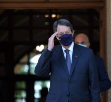 Президент Кипра никуда не летит. Саммит ЕС отложен из-за коронавируса у охранника