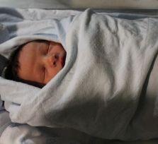 Пришедшая в больницу с жалобами на боль в животе женщина неожиданно родила