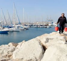 Рыбаки перекрыли на два часа порт Ларнаки