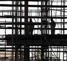 Безработные становятся строителями и официантами