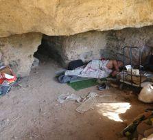 В катакомбах святой Соломонии в Пафосе живет человек