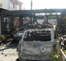 В Ларнаке сожжены два автомобиля
