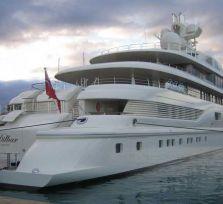 В Лимассол пришла самая просторная яхта мира