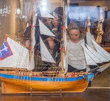 В Старом порту Лимассола открылась выставка «Путешествие» (фото)