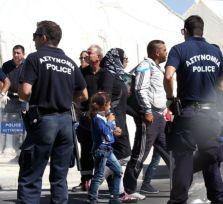 Власти Кипра спасают у берегов Полиса 100 беженцев
