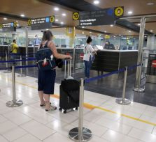 Власти Кипра ввели штраф 300 евро для прилетающих без онлайн-пропусков