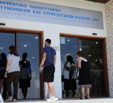 До полудня вкладчики Кооперативного банка Кипра сняли 70 миллионов евро (5 фото + видео)