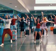 Зажигательные танцы в аэропорту Ларнаки (видео)