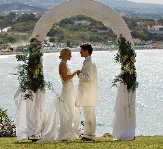 Коронавирус подкосил свадебный бизнес на острове любви