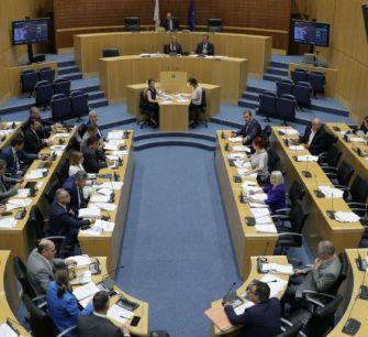 Парламент Кипра поработал в воскресенье, чтобы не было кризиса