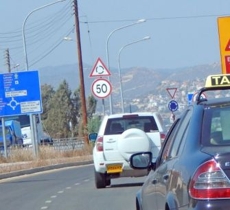 Пора ввести фиксированные тарифы на такси из аэропортов Пафоса и Ларнаки?!