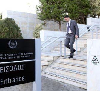РБК: кипрские банки разрешили россиянам забрать деньги с замороженных счетов