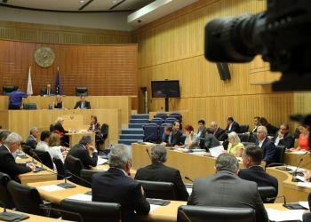 AKEL: власти Кипра сидят в башне из слоновой кости в розовых очках