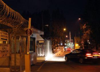 Анонимы вызволяют должников из Центральной тюрьмы Никосии