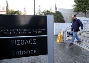 Доля клиентов из России в кипрских банках упала до 2%