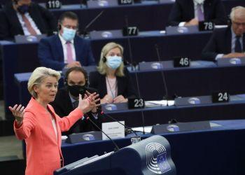 Глава Еврокомиссии хочет предотвратить «пандемию непривитых»