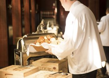 Кипрские отели и рестораны в лихорадочном поиске персонала