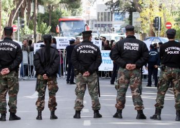 Кипрские полицейские будут работать меньше