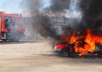 Мать с двумя детьми чудом выбрались из объятой пламенем машины