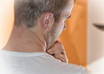 Кипрские отцы жалуются: не всем дают оплачиваемый отпуск по уходу за новорожденным