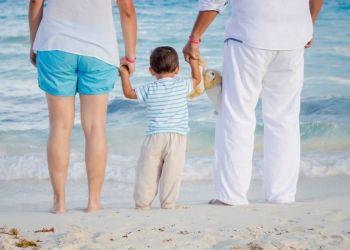 Приемные семьи нужны для 340 детей Кипра
