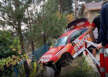 Раллийный автомобиль врезался в Платресе в группу зрителей