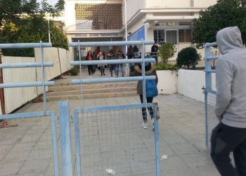 В лицеях и техучилищах Кипра появятся 56 охранников