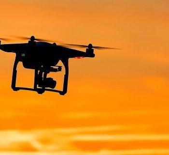Над вашим домом летает дрон? Звоните в полицию!